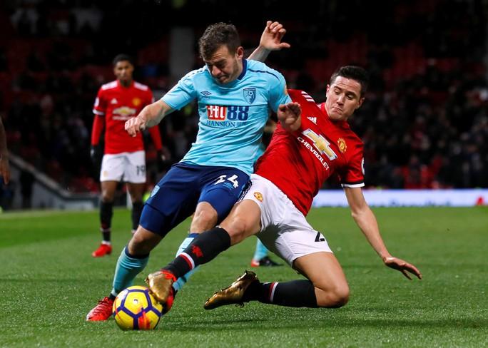 HLV Mourinho vẫn bình thản sau trận derby tai tiếng - Ảnh 1.