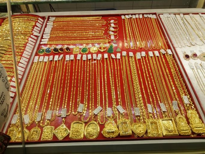 Giá vàng SJC chỉ cao hơn thế giới 220.000 đồng/lượng - Ảnh 1.