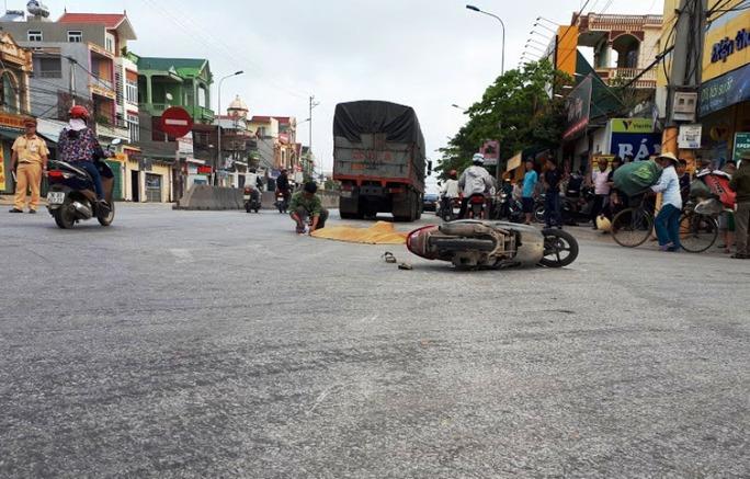 Hiện trường vụ tai nạn khiến nữ công nhân bị xe tải cán chết