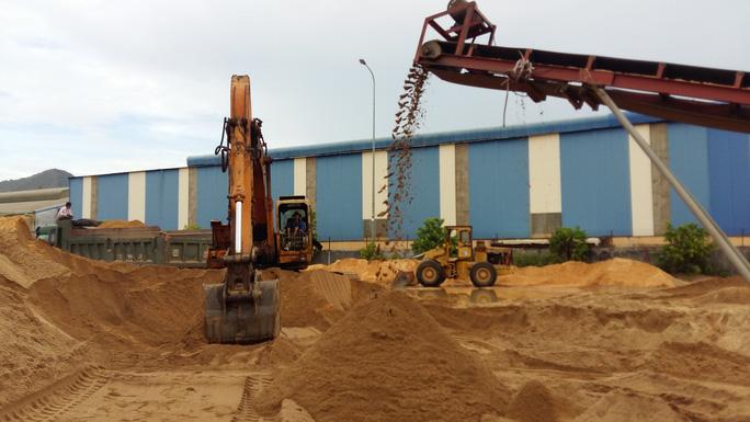 Bình Định ban hành lệnh cấm xuất cát xây dựng ra ngoài tỉnh - Ảnh 2.