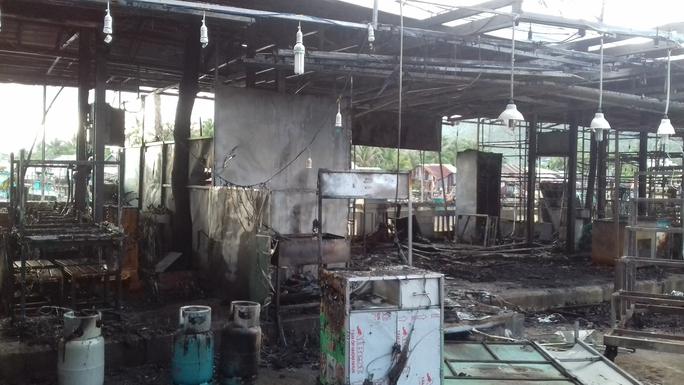 CLIP: Cảnh hoang tàn sau vụ cháy kinh hoàng ở chợ đêm Phú Quốc - Ảnh 5.