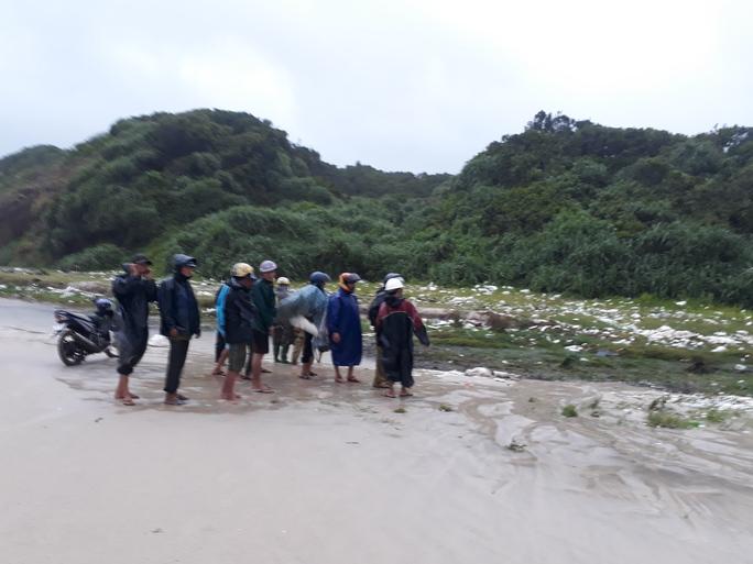 Phát hiện thi thể đàn ông mất đầu ở bãi biển Quảng Trị - Ảnh 2.