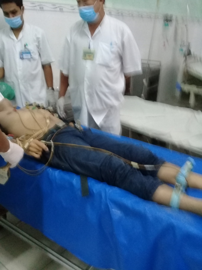 Thanh niên bị sét đánh ngã từ xe máy, tử vong - Ảnh 1.
