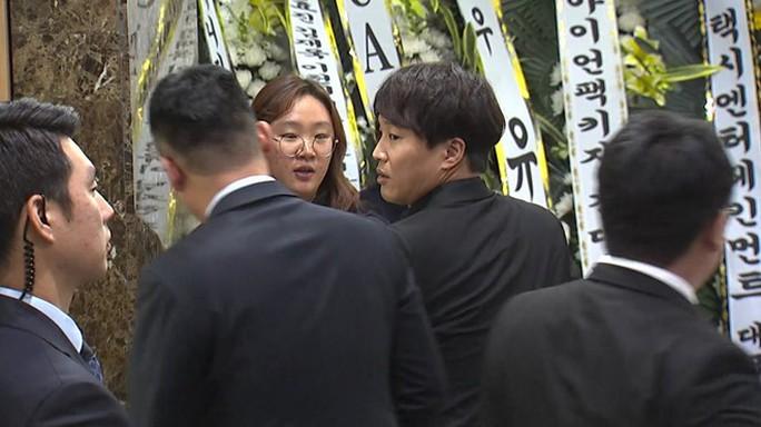 Nhiều sao Hàn tiễn đưa Kim Joo Hyuk - Ảnh 5.