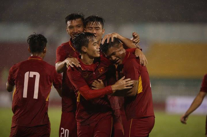 Đè bẹp Macau 8-1, U23 Việt Nam chiếm ngôi đầu bảng - Ảnh 2.