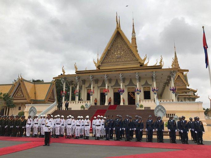 Trang trọng lễ đón Tổng Bí thư tại Hoàng cung Campuchia - Ảnh 12.