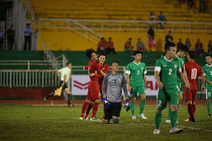 Đè bẹp Macau 8-1, U23 Việt Nam chiếm ngôi đầu bảng - Ảnh 11.