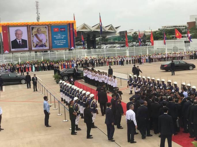 Trang trọng lễ đón Tổng Bí thư tại Hoàng cung Campuchia - Ảnh 3.