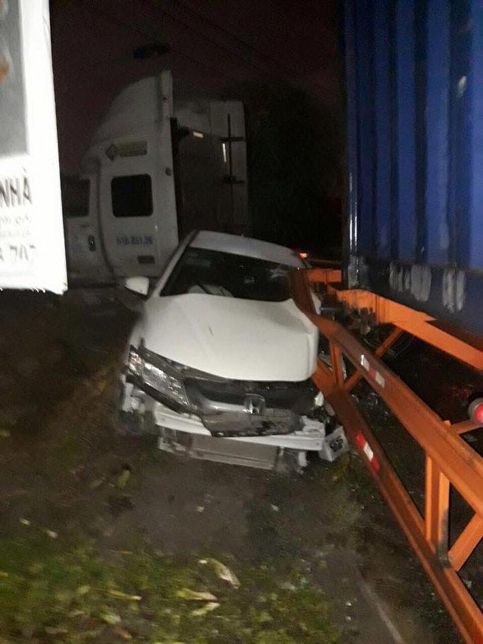Sự thật vụ tài xế xe container cố tình cán qua ô tô ở quận 9 - Ảnh 1.