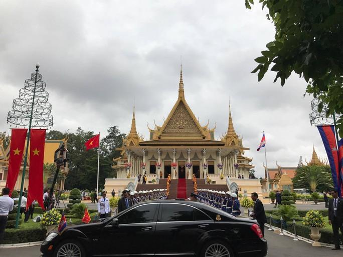 Trang trọng lễ đón Tổng Bí thư tại Hoàng cung Campuchia - Ảnh 21.