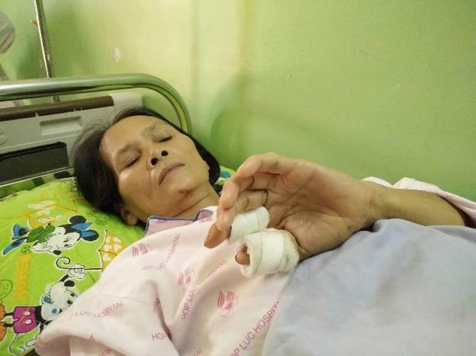 Bảo vệ cây trứng cá, 2 vợ chồng bị đánh nhập viện - Ảnh 3.