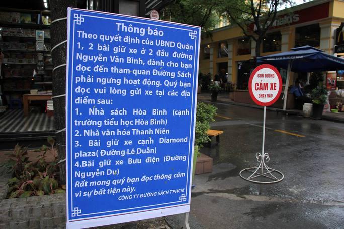 Bãi giữ xe cho khách đến UBND quận 1 không có giấy phép - Ảnh 1.