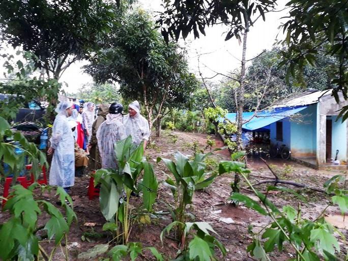 Vụ nổ 6 người chết: Người sống sót mất 2 con, hỏng 2 mắt - Ảnh 1.