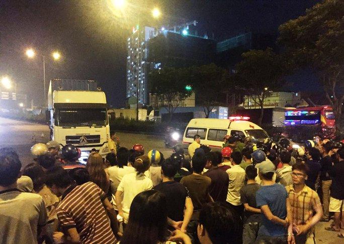 Tai nạn kinh thảm ở  cầu vượt Sóng Thần - Ảnh 1.