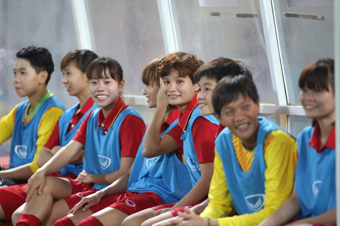 Thắng Malaysia 6-0, bóng đá nữ Việt Nam đoạt HCV - Ảnh 3.