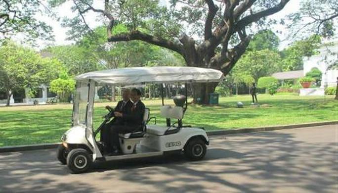 Tổng thống Indonesia trực tiếp lái xe chở Tổng Bí thư - Ảnh 3.
