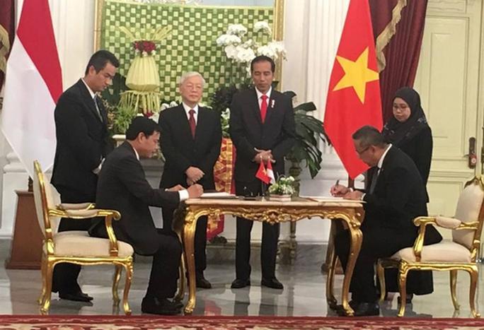 Tổng thống Indonesia trực tiếp lái xe chở Tổng Bí thư - Ảnh 1.