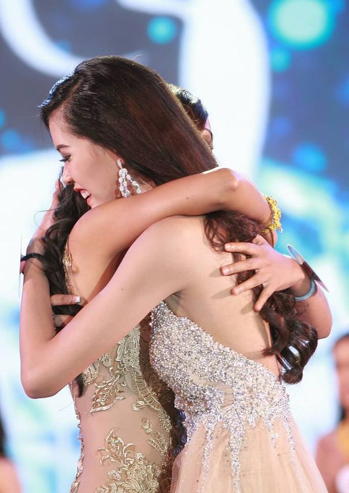 Cận cảnh nhan sắc Hoa hậu Hoàn vũ đầu tiên của Lào - Ảnh 1.