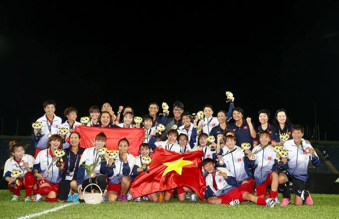 Thắng Malaysia 6-0, bóng đá nữ Việt Nam đoạt HCV - Ảnh 13.