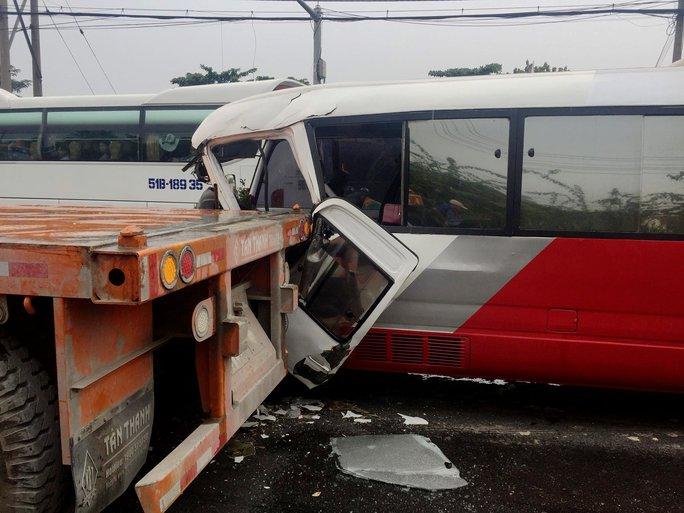Tai nạn nghiêm trọng trên Quốc lộ 1 đoạn qua TP HCM - Ảnh 2.