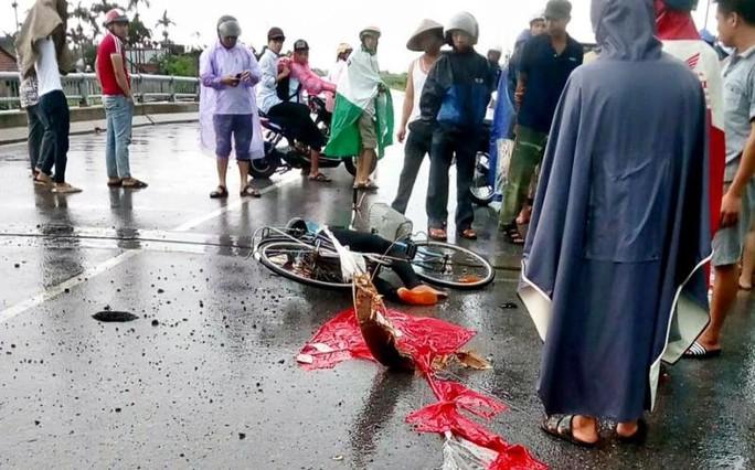 Đi dưới trời mưa giông, 1 phụ nữ bị sét đánh tử vong - Ảnh 1.