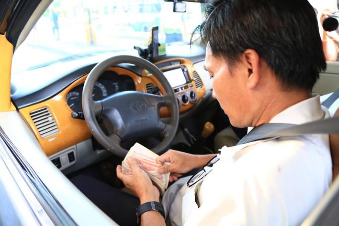 Tài xế đồng loạt dùng tiền lẻ, BOT Biên Hòa phải xả trạm - Ảnh 11.