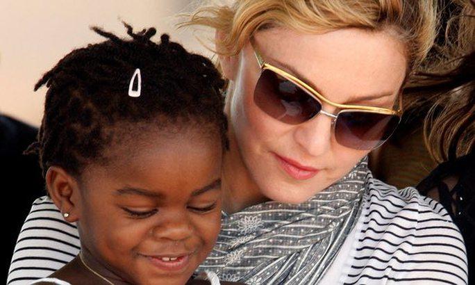 Madonna và con nuôi Mercy James
