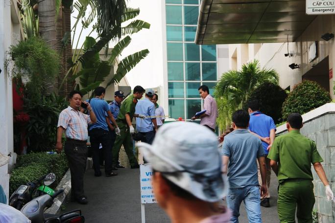 Vụ côn đồ truy sát tại bệnh viện: Bắt nhóm nghi can - Ảnh 1.