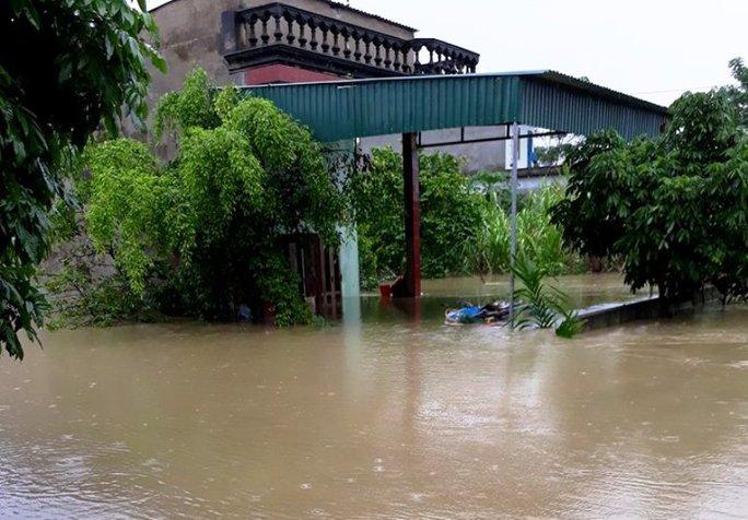 Cận cảnh Bắc Trung Bộ chìm trong mưa lũ - Ảnh 3.
