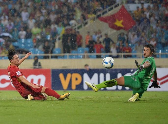 Thắng 5 sao Campuchia, Việt Nam đặt 1 chân vào VCK Asian Cup - Ảnh 10.