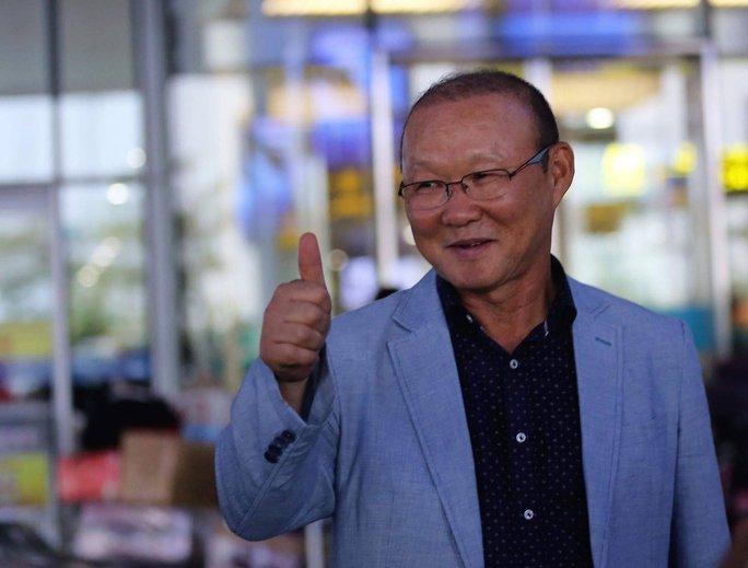 HLV Park Hang Seo đang dự khán trận Việt Nam - Campuchia  - Ảnh 1.