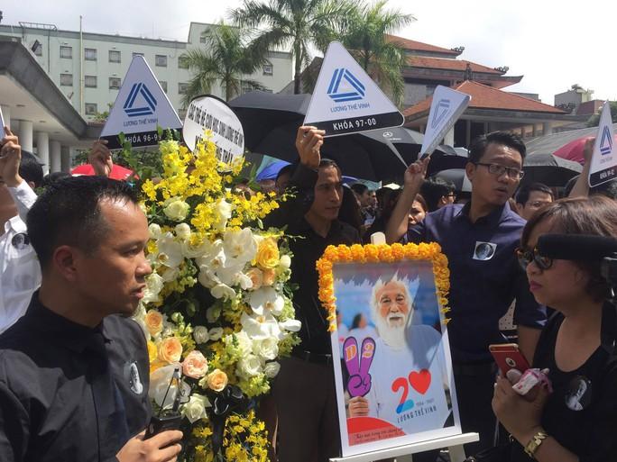 Nghẹn ngào xúc động lễ tang Thầy Văn Như Cương - Ảnh 10.