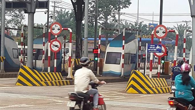 CSGT Đồng Nai đang làm việc với tài xế liên quan BOT Biên Hòa - Ảnh 1.