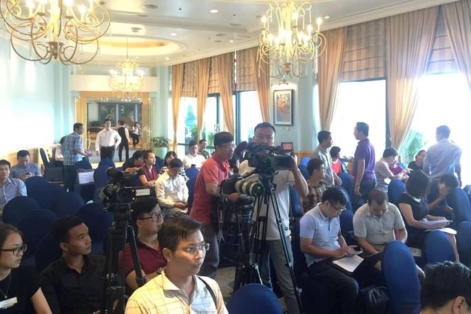 Ông Nguyễn Minh Mẫn từ chối trả lời nhiều câu hỏi trong họp báo - Ảnh 1.