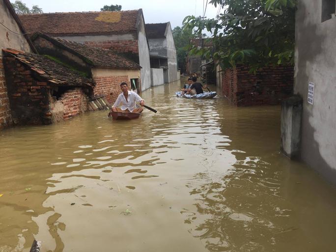 Cận cảnh nước ngập nhà dân ở nơi vỡ đê có kế hoạch - Ảnh 13.