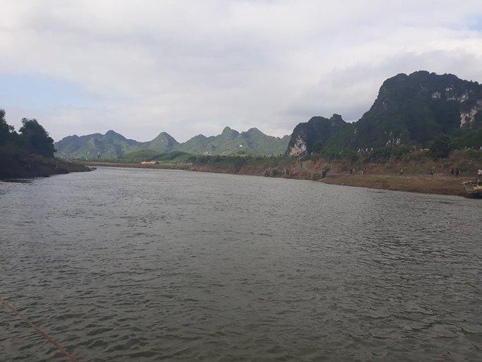 Đi đánh cá trên sông Bôi, 1 người bị lũ cuốn mất tích - Ảnh 1.