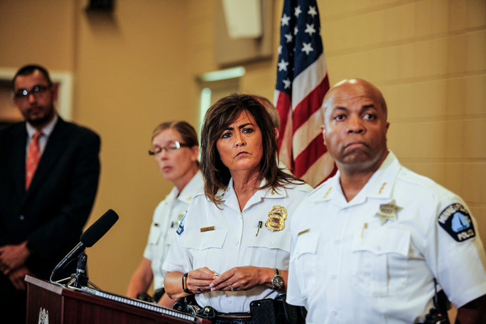 Mỹ: Thuộc cấp bắn chết người, cảnh sát trưởng mất chức - Ảnh 1.