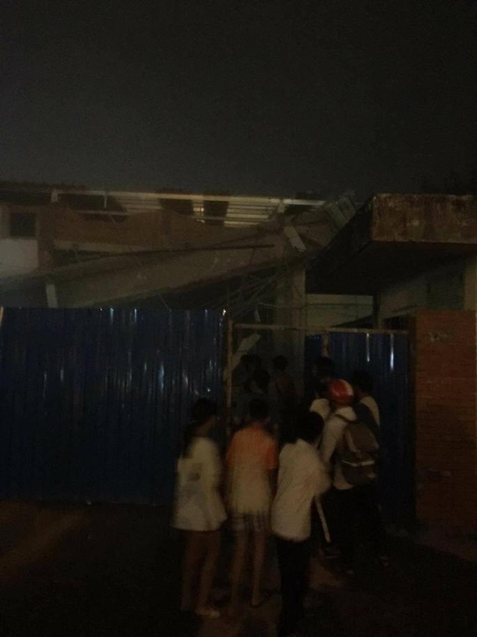 Sập công trình siêu thị, 3 người bị thương - Ảnh 1.