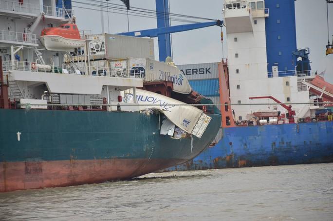 """Hai tàu """"khủng"""" đâm nhau trên sông Đồng Nai, hàng chục người """"hôi của"""" - Ảnh 2."""