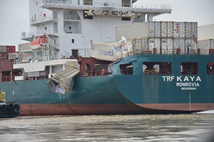 """Hai tàu """"khủng"""" đâm nhau trên sông Đồng Nai, hàng chục người """"hôi của"""" - Ảnh 1."""