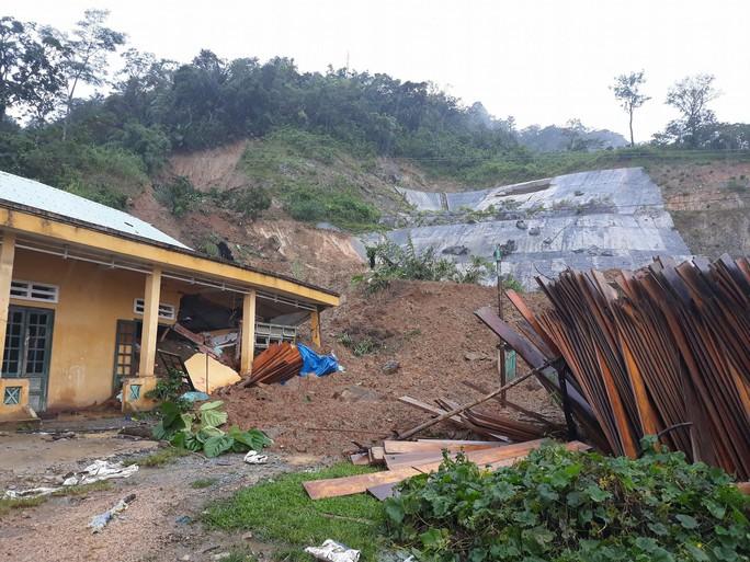 Sạt lở núi vùi lấp 8 người ở Bắc Trà My, Quảng Nam - Ảnh 2.