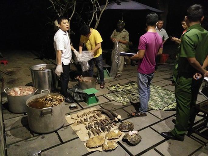 Nổ súng bắt nhóm người nấu cao hổ - Ảnh 2.