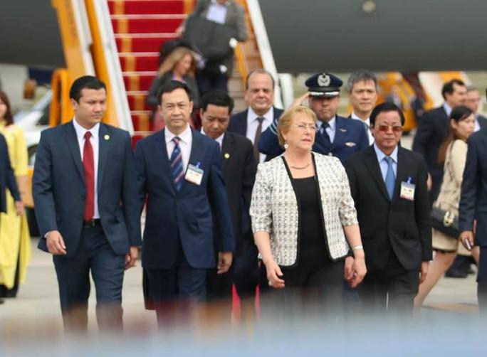Tổng thống Chile Michelle Bachelet đáp Không lực tới Nội Bài - Ảnh 8.