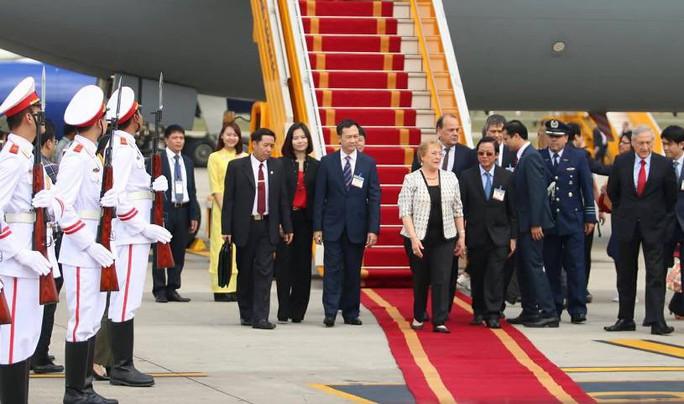Tổng thống Chile Michelle Bachelet đáp Không lực tới Nội Bài - Ảnh 1.