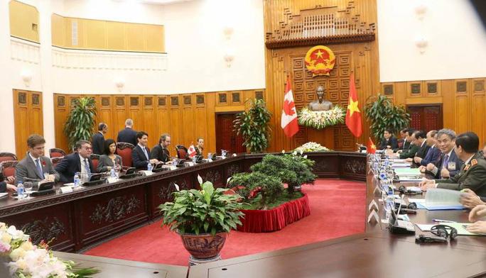 Cận cảnh lễ đón Thủ tướng Canada Justin Trudeau ở Phủ Chủ tịch - Ảnh 9.