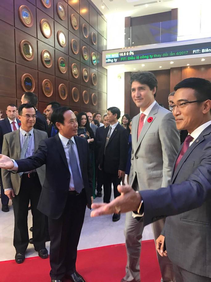 Thủ tướng Canada đánh cồng ở Sở Giao dịch chứng khoán TP HCM - Ảnh 3.