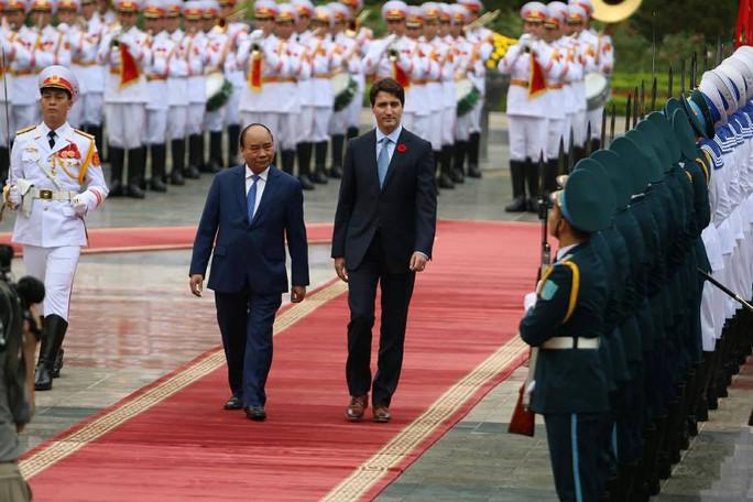 Cận cảnh lễ đón Thủ tướng Canada Justin Trudeau ở Phủ Chủ tịch - Ảnh 3.