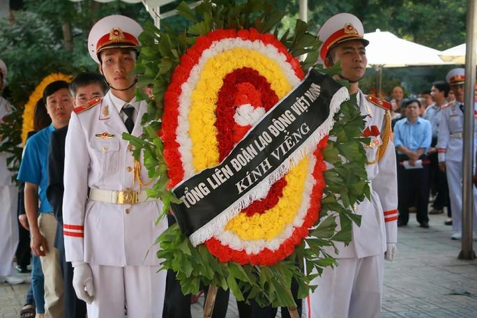 Tổng Bí thư gửi vòng hoa viếng cụ Hoàng Thị Minh Hồ - Ảnh 7.