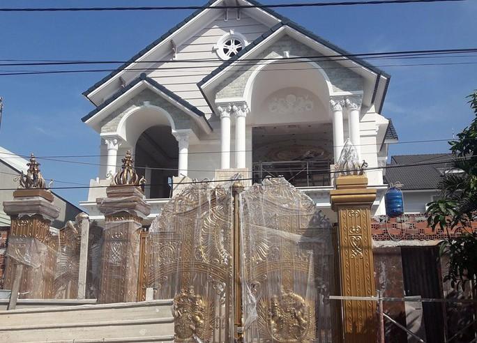 Giàn giáo xây biệt thự đổ sập, 2 nhân công tử vong - Ảnh 1.