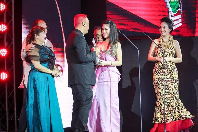 Phim của Hồng Ánh thắng lớn tại LHP ASEAN - Ảnh 5.